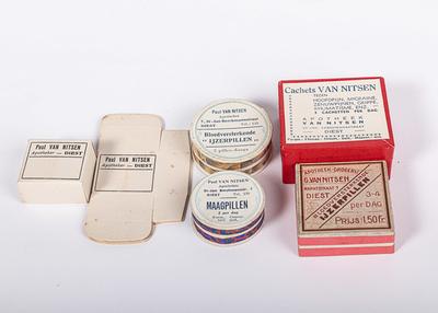 verzameling pillendoosjes Apotheek Van Nitsen