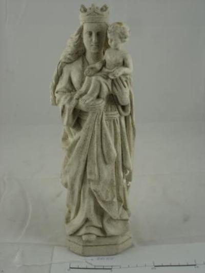 Mariabeeld met kindje Jezus met gespreide handen