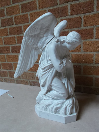 Twee engelen in aanbidding