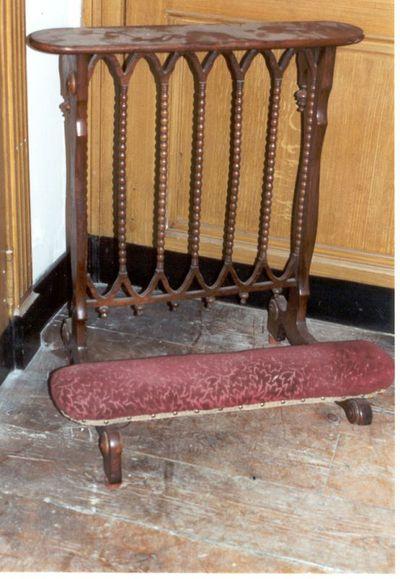 stoel - bidstoel in bordeaux reliëffluweel