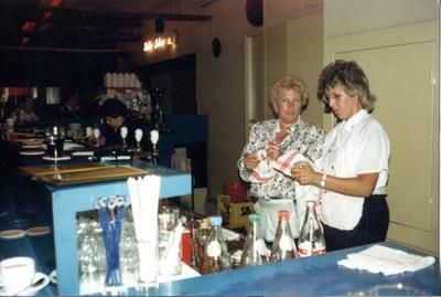 Maria Vanbussel (wed. Eug. Terclavers) achter de bar van de Corso