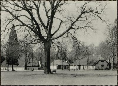 Grote Kempische hoeve uit Oevel, voormalige abdijhoeve. Woonhuis gedateerd 1737. Bakoven toegevoegd: herkomstig uit Oostmalle-Blommerschot en gift van de Beroepsvereniging der Limburgse Bakkersbazen, 1956