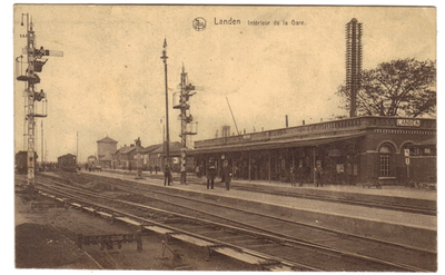 Landen. Binnenzijde station - Intérieur de la Gare