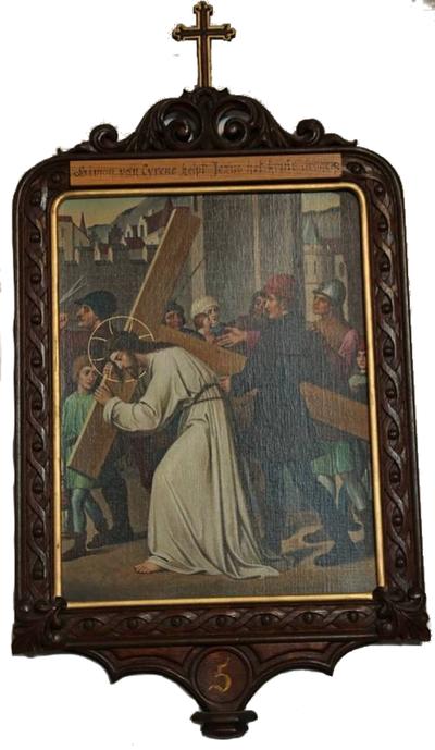 Statie 05: Simon van Cyrene helpt Jesus het kruis dragen.