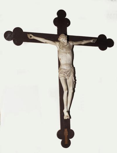 Houten kruisbeeld met Christusfiguur