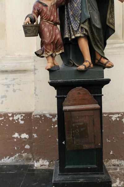 Sokkel voor het beeld van de heilige Jozef-met-Kind