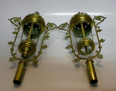 Twee processielantaarns