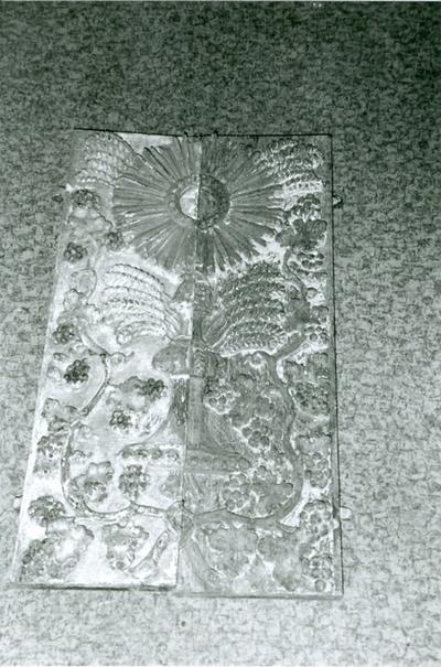Twee deurtjes van het tabernakel van vorig altaar