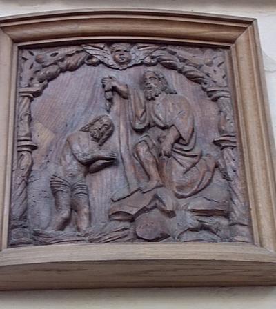 Houten reliëf met Doop van Christus