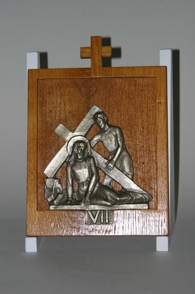 Kruisweg statie 7 : Christus valt voor de tweede maal