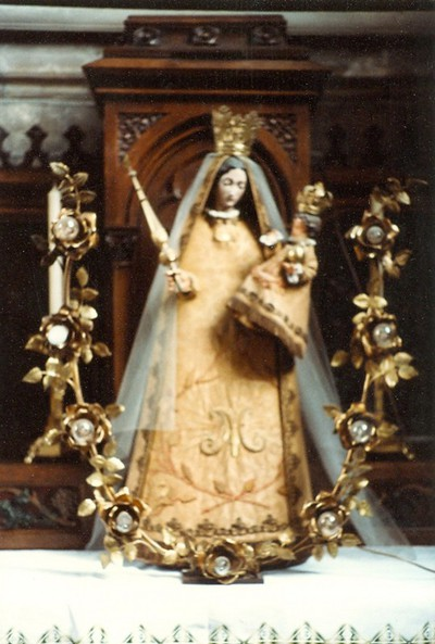 gekleed beeld H. Maria met kind Jezus