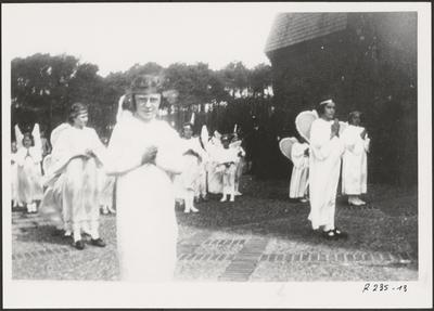Processie - engelengroep (1946).