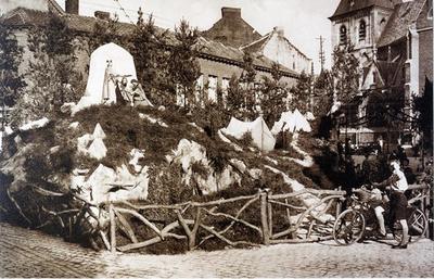 Foto: straatversiering: Judith en Holofernes, Schorsmarkt (Virga Jessefeesten, Hasselt, 1933)