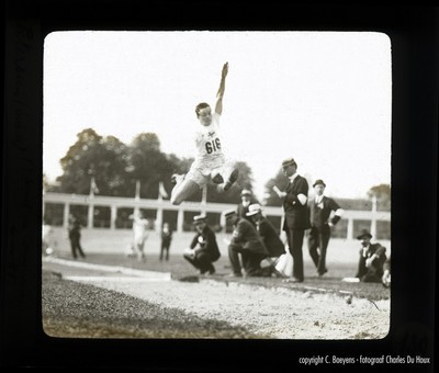 Bij het verspringen haalt de Zweed Petterson een afstand van 7,15. Meter. Op zich niets speciaals als men weet dat op training de Amerikaan Sol Butler 7,52 meter sprong maar zich bezeerde en moest afhaken