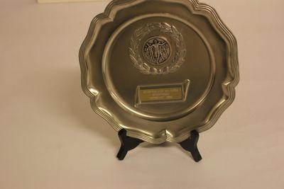 Trofee, tinnen bord 'Stratenloop Gelrode 1986' van Vandervennet Fred