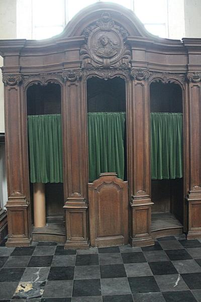 Biechtstoel met Sint-Gertrudis medaillon