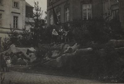 Foto: straatversiering: De vlucht naar Egypte, Havermarkt (Virga Jessefeesten, Hasselt, 1912)