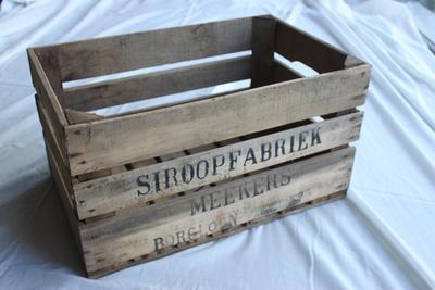 Kist van siroopfabriek Meekers om appels en peren in te transporteren
