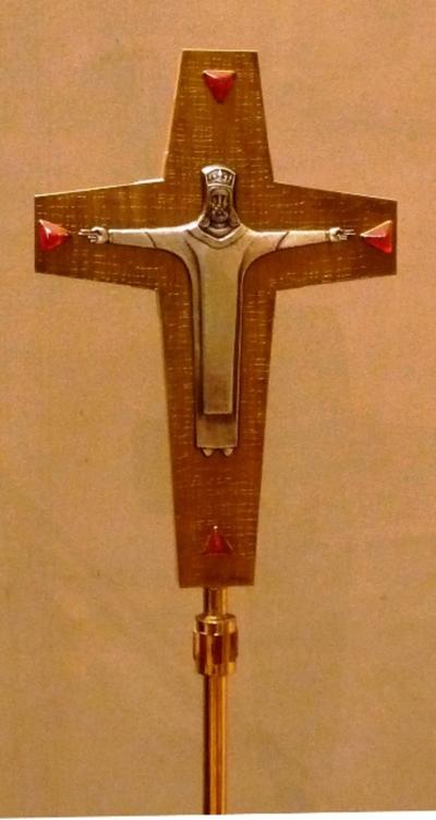 Kruisbeeld op staander
