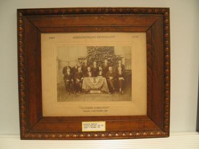 Foto van het bestuur van de Aarschotse Eendracht bij het zilveren jubelfeest op zondag 19 september 1920