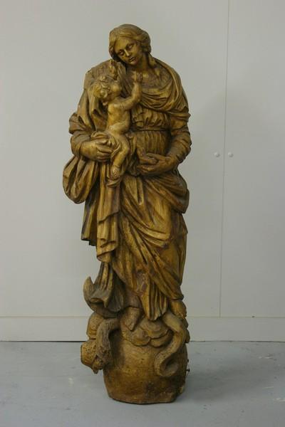 Maria met Kind op wereldbol en maansikkel met slang