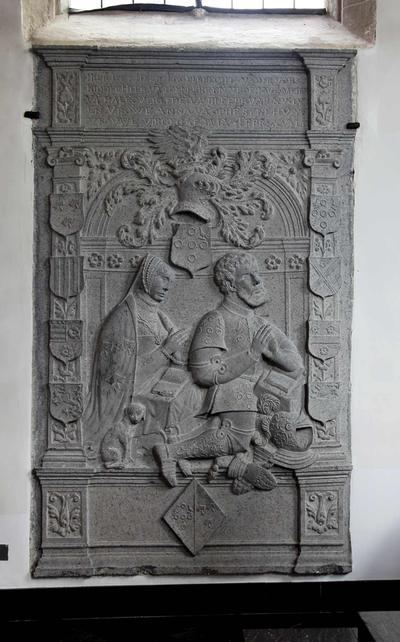 Monumentale grafsteen van Engelbrecht Van der Vorst (+1556) en echtgenote Anna Van Ophem (+1553)