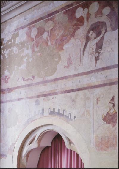 Hoeselt (Sint-Huibrechts-Hern), Sint-Hubertuskerk. Van de oorspronkelijke kerk bleven enkel koor (eind 13de eeuw) en westtoren (14de eeuw) bewaard. Beide zijn beschermd sedert 1938. De wanden van het koor werden op het einde van de 13de of in het begin van de 14de eeuw met gebeurtenissen uit het leven van de heilige Hubertus beschilderd. Het chronologische verloop van de gebeurtenissen wordt beeldend voorgesteld. Stilistisch behoren de muurschilderingen tot de internationale gotische stijl
