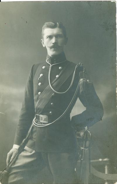 Fotobriefkaart van Kapitein Panquin.