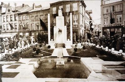 Foto: straatversiering: Een kunststuk Onze-Lieve-Vrouw Virga Jesse ter eere Botermarkt (Virga Jessefeesten, Hasselt, 1933)
