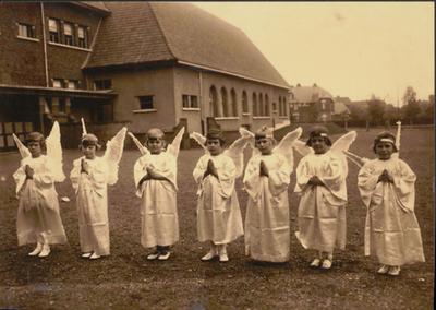 Processie - engelengroep.