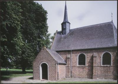 Hechtel-Eksel (Eksel). Kapel O.-L.-V.-van-Zeven-Weeën van Hoksent. Reeds in de 8ste eeuw bevond zich in Hoksent een bedevaartsoord. De eerste houten kapel, gewijd aan de Heilige Willibrordus, was mogelijk het eerste gebedshuis in de regio Zonhoven-Bergeyk (Nederland). De huidige kapel dateert uit de 17de eeuw. De kapel bezit een apostelbalk met Christus Salvator en 12 apostelen, vermoedelijk daterend uit de 16de eeuw en vervaardigd door een onbekend Limburgs auteur. De apostelbalk was in Limburg een zeer populair thema. Het feit dat dit ensemble volledig bewaard is, maakt het uniek