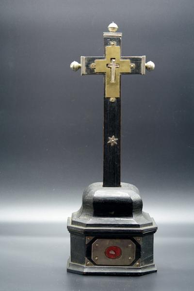 Reliekhouder met reliek van Heilig Kruis