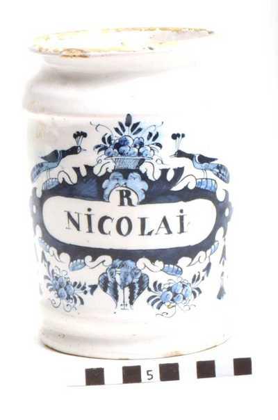 Delfts blauwe apothekerspot; R NICOAI