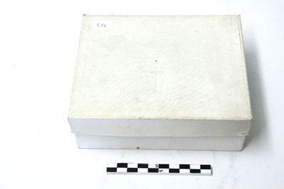 4 relieken in geelkoper met 4 bijhorende certificaten in witte doos
