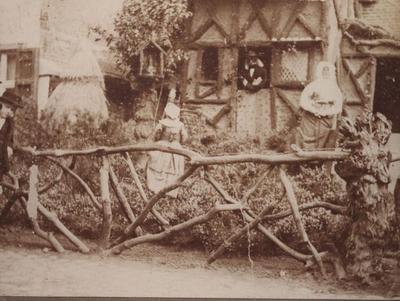 Foto: straatversiering: Huis van Hendrik, Dorpsstraat (Virga Jessefeesten, Hasselt, 1891?)