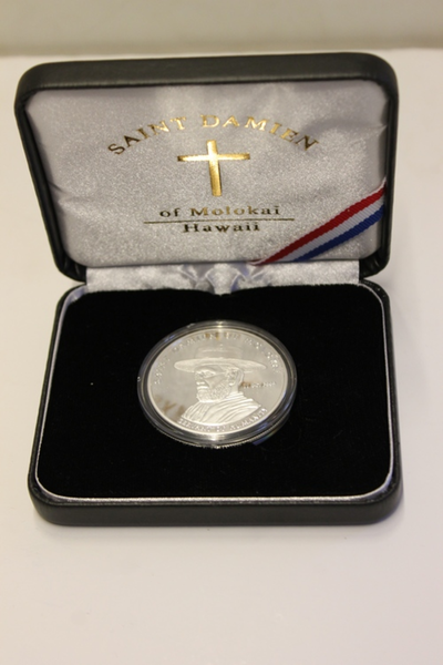 Amerikaanse gedenkpenning bij de heiligverklaring van pater Damiaan