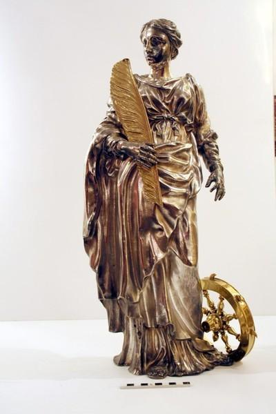 beeld in zilver van de H. Catharina van Alexandrië
