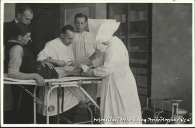 Zuster Marie aan het werk in het ziekenhuis van Winterslag