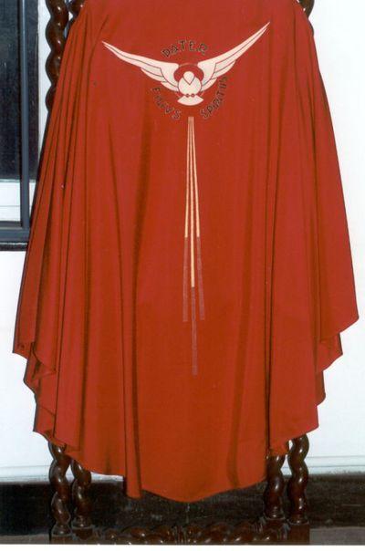 kazuifel - klokkazuifel in rode zijde en met opschrift