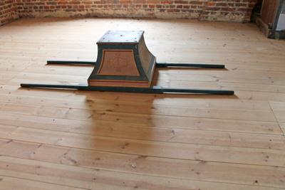 een houten draagstoel