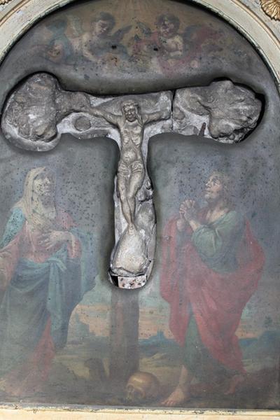 Kruisbeeld op het altaar in de kapel van Janneke de Grijzer