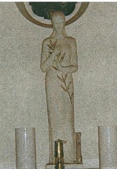 beeldhouwwerken Heilige Barbara en Kristus beeld van het H. Hart