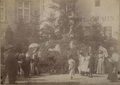Foto: straatversiering: Het ontstaan van Hasselt, Maagdendries (Virga Jessefeesten, Hasselt, 1898)