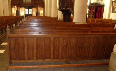 Voorfront kerkbanken