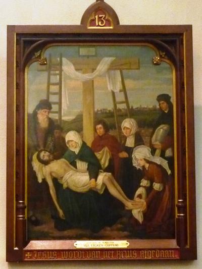 Statie 13: Jezus wordt van het kruis afgedaan.