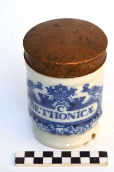 Delfts blauwe apothekerspot; C BETHONICÆ en EXTR: GRAMINIS