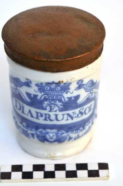 Delfts blauwe apothekerspot; E DIAPRUN:SOL en PULV: VALERIAN: