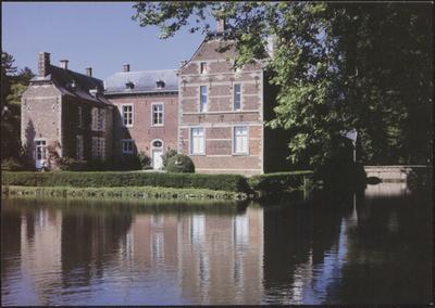 Bilzen (Beverst). Kasteel Schoonbeek. De oudste delen van het kasteel klimmen op tot de 17de eeuw, terwijl het reeds vermeld werd in 1333. Het huidige uitzicht danken we aan de ingrijpende verbouwingen door de Ierse graaf de Preston in de 18de eeuw. Rondom de eigenlijke waterburcht ligt een uitgestrekt park in Engelse stijl. Ook dit park, met zijn vijver, werd aangelegd in de 18de eeuw