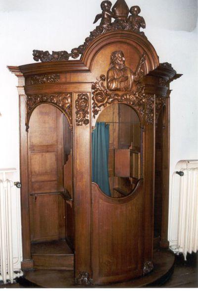 1 stoel - biechtstoel in eikenhout met H. Augustinus van Hippo