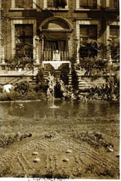 Foto: straatversiering: Het hofken, Stadhuis, Groenplein (Virga Jessefeesten, Hasselt, 1933)